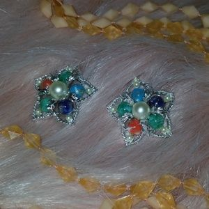 Flower Pearl 1960s vintage earrings